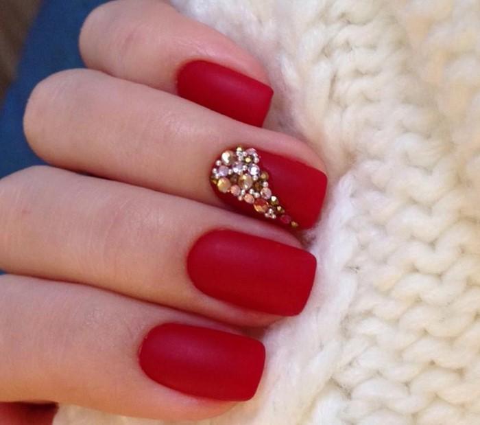 Дизайн ногтей розовый со стразами фото на