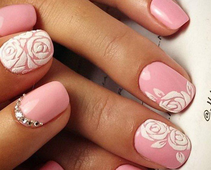 Ногти с цветком из страз