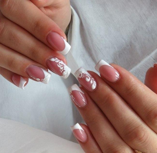 френч белый фото с рисунком на безымянном пальце