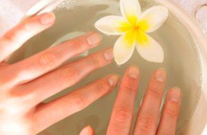 уход за ломкими ногтями