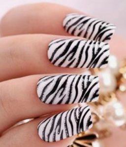 ногти с рисунком зебра