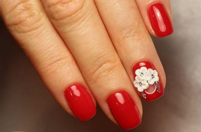 красные ногти с лепкой и стразами