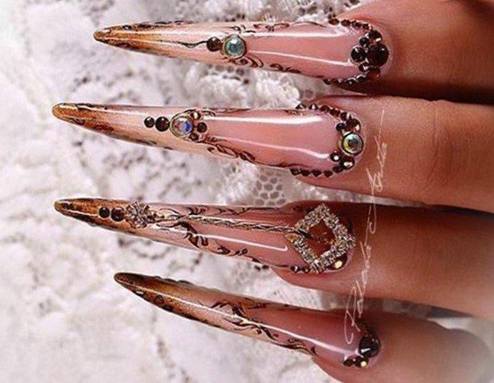 длинные ногти коричневые со стразами