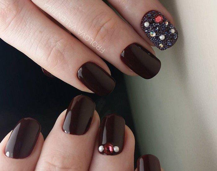 шоколадные ногти со стразами