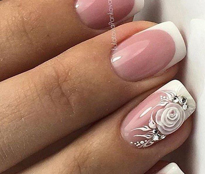 свадебные ногти с розой и стразами