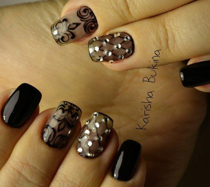 чулки на ногтях со стразами