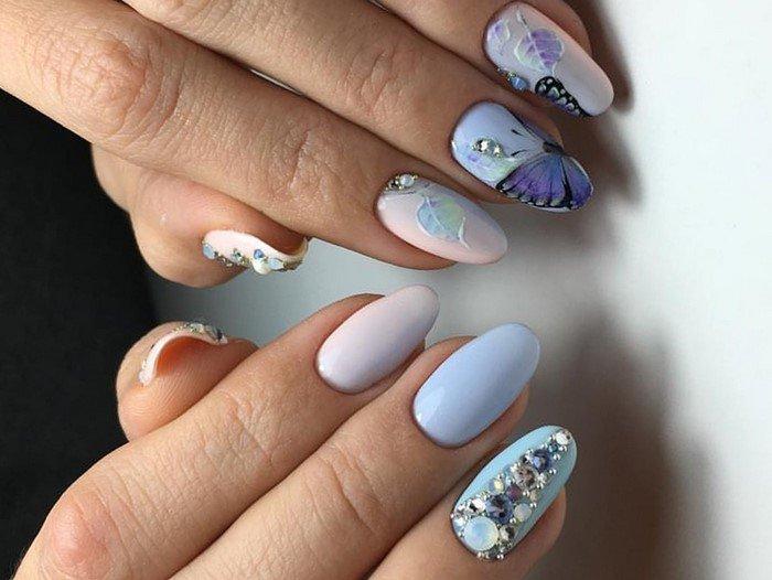 бабочка на ногтях и стразы