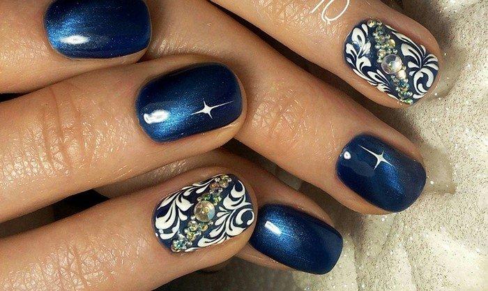 Синие ногти и чёрные чулки фото 68-770