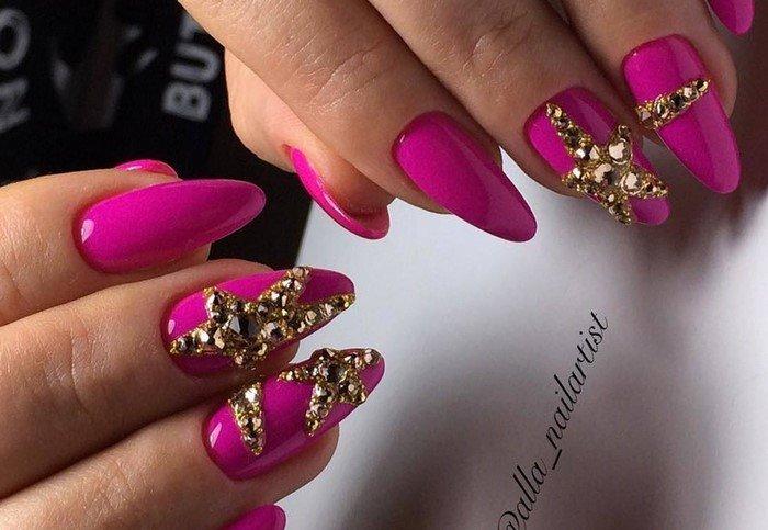 звезда на розовых ногтях