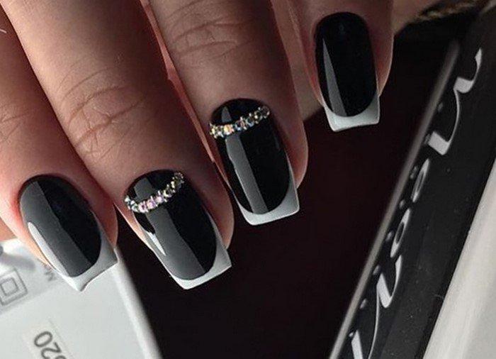 черные ногти с френчем и стразами