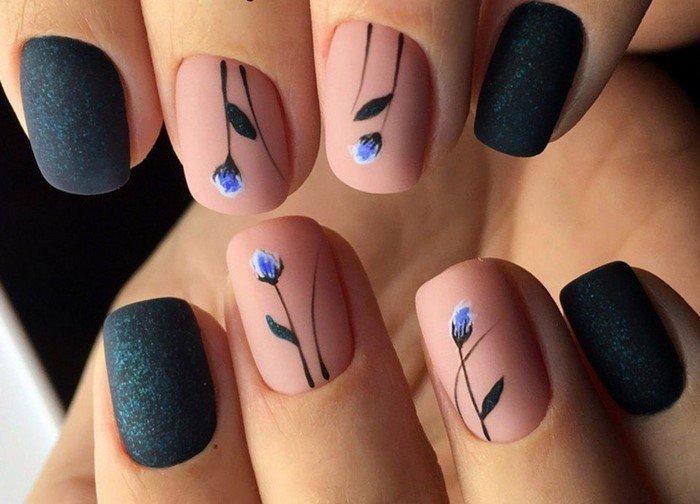 матовые черные ногти с посыпкой и рисунком