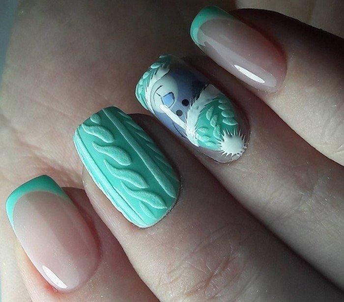 матовые ногти с вязанным мишкой