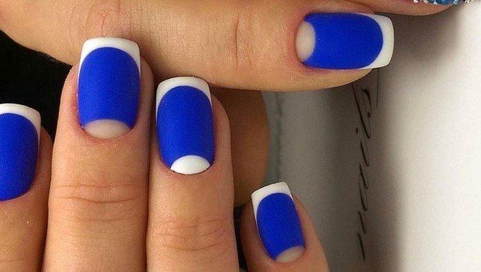 сине белый матовый дизайн ногтей