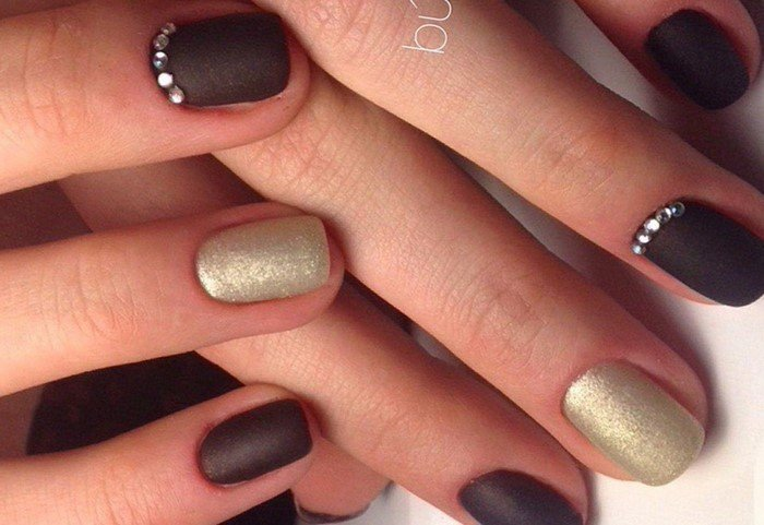 шоколадные матовые ногти