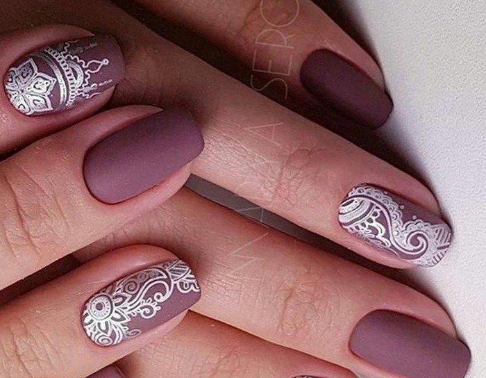 матовые бордовые ногти со слайдером