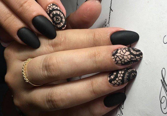 черные ногти с матовым дизайном кружево