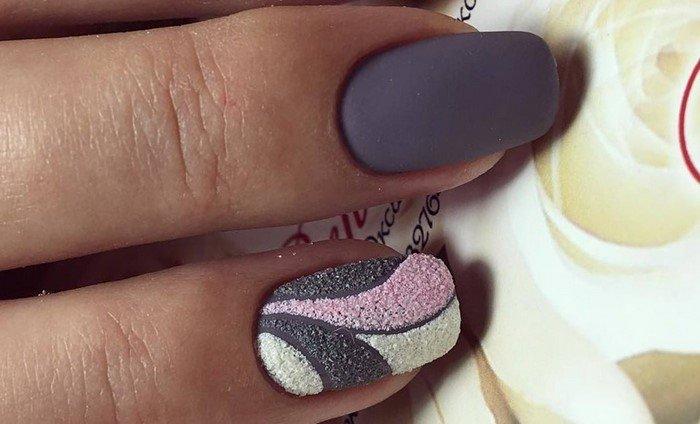 красивая матовая посыпка на ногтях