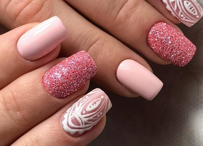 матовые розовые ногти с посыпкой