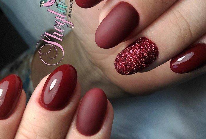 бордовые ногти матово-глянцевые и с посыпкой