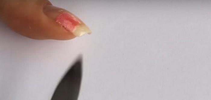 запиливание шелка на ногте
