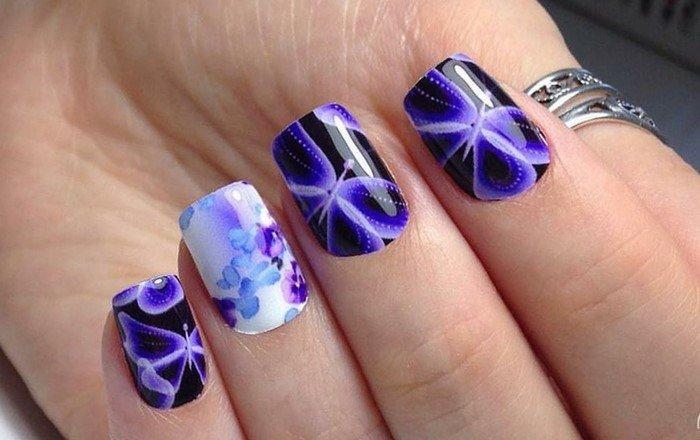 ногти с цветами и бабочками