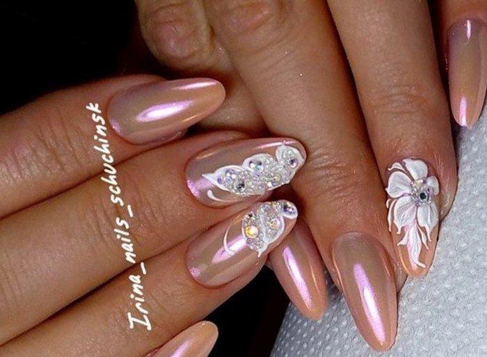 перламутровые ногти с лепкой