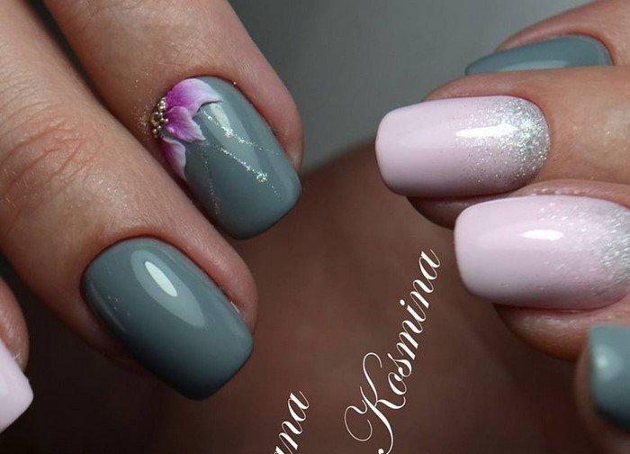 вылепленный фиолетовый цветок