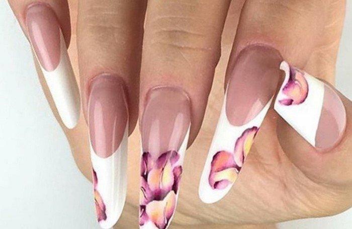 длинный белый френч с розовым цветком