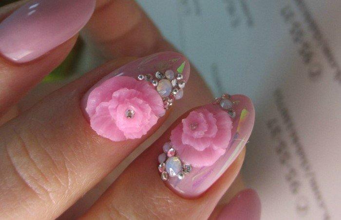 розовая лепка на ногтях