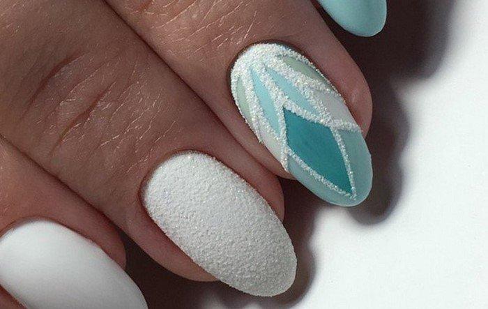 берюзовый цветок на ногтях