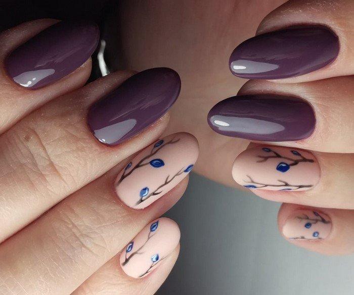 голубые бутончики цветов на ногтях