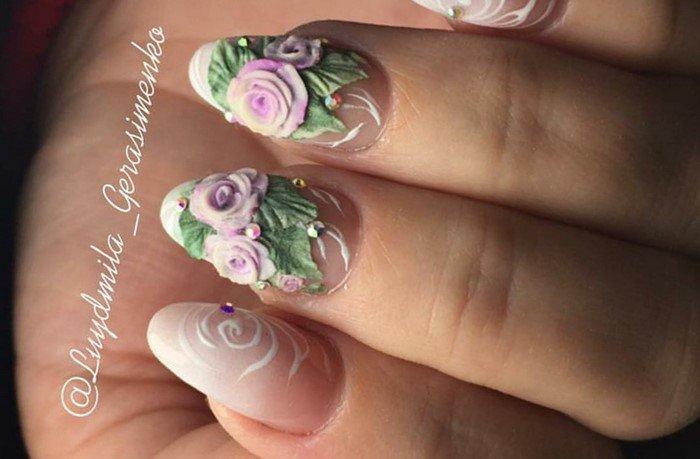 розы лепка на светлых ногтях