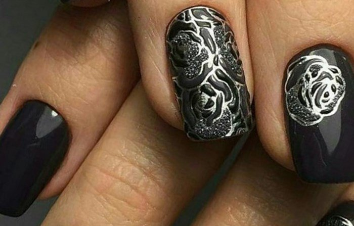 черный цветок но ногтях