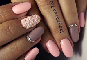 розовые ногти с лепкой и стразами