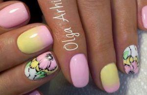 желто-розовые ногти с цветами