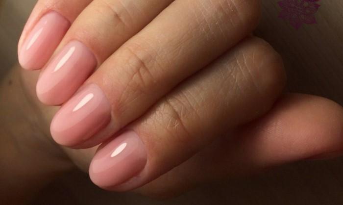 нежно розовые ногти