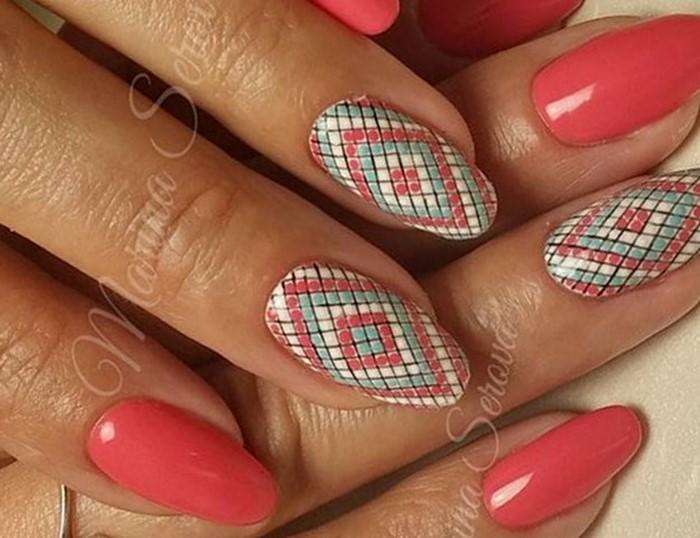 розовые ногти с арнаментом
