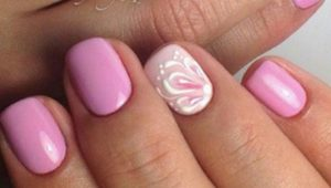 белый цветок на розовых ногтях