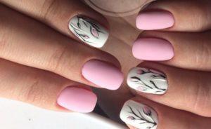 матовые розовые ногти с цветами