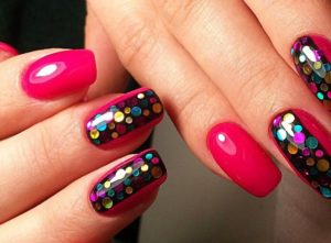 розовые ногти с шариками из фольги