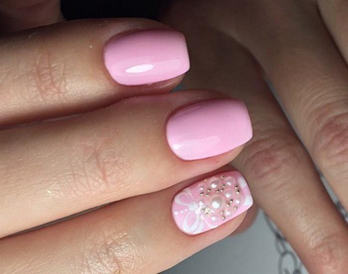 блестящие розовые ногти