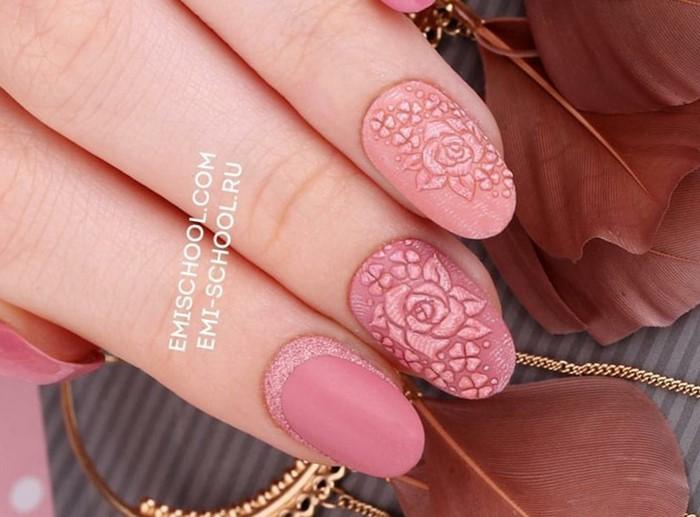 розовые ногти с объемной розой