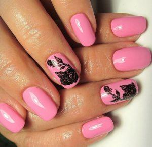 розовые ногтис черным цветком