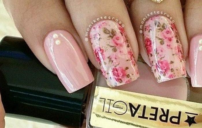 розовые ногти с цветами из слайдеро