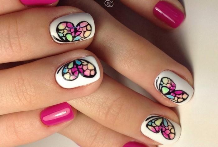 розовые ногти с бабочками