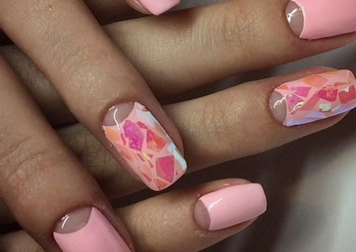 матовые розовые ногти