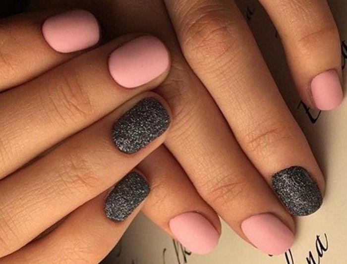 розовые с черным ногти