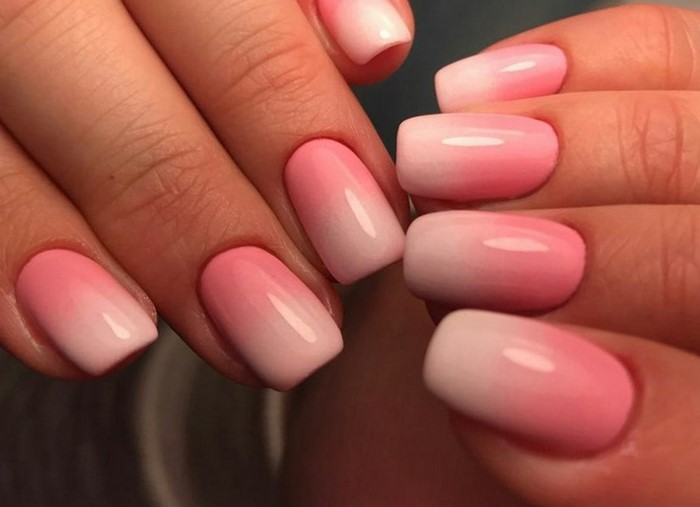 омбре на ногтях розовобелое