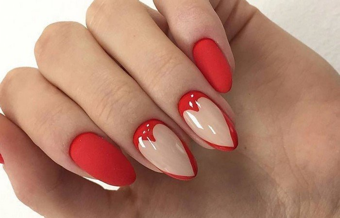 красные ногти с матовым сердцем