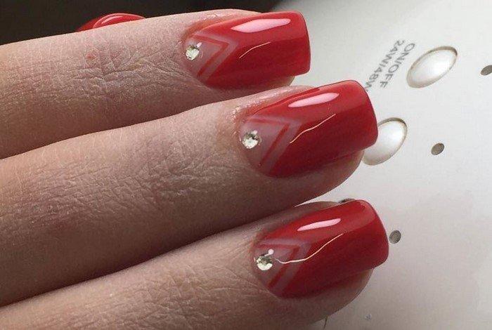 красные-ногти-с рисунком (55)